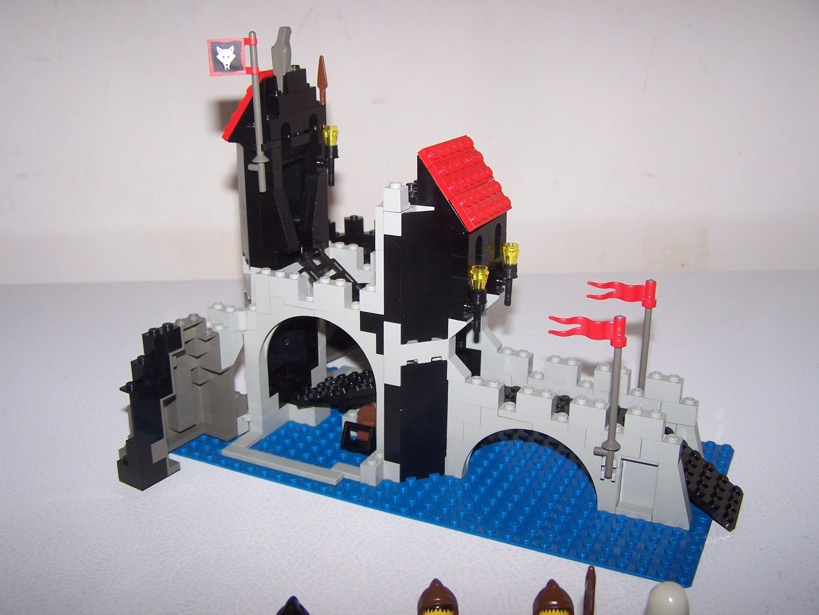 Wolfpack Tower 6075 Lego 1992 Super Retromania